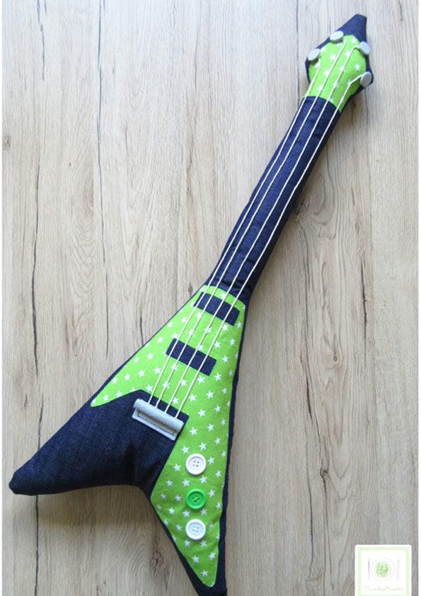 Nähgitarre ~ Gitarre nähen ~ Schnittmuster und Nähanleitung