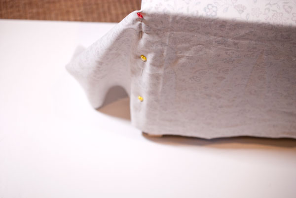 DIY Tutorial Hocker mit Stoff beziehen